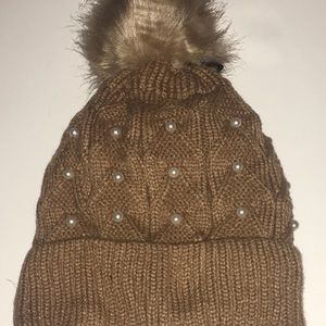 Women's knit hat with Perl accent